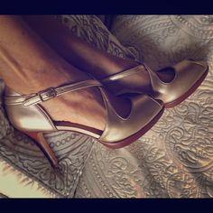 ⭐️REDUCED!⭐️Matte Gold Leather Platform Heels ✨New, unworn, pristine condition and still in the box! ✨Gorgeous Talbots leather platform heel in matte gold has a comfy wooden half inch high platform and a 3.5 inch heel. Sorry, NO trades. Talbots Shoes Heels