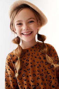 Zara Kids Girls dresses and jumpsuits retouched by White Retouch 09 Dresses Kids Girl, Kids Outfits, Look Zara, Kids Studio, Kid Poses, Stylish Kids, Overall, Child Models, Kind Mode