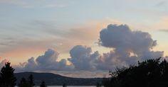 Skrivebordsbakgrunn: Kveldslandskap med skyer / Evening view with clouds