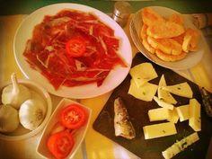 7 razones para comer jamón ibérico al menos una vez a la semana.  ¿Cuales son las tuyas? http://www.elcotoramos.es/tienda/7-venta-jamones-ibericos-guijuelo