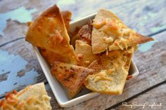 Baked Cheesy Garlic Crispy Crackers #crackers #cheese #garlic
