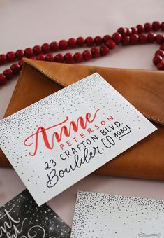 70 Ideas For Wedding Card Envelope Design Handwriting Hand Lettering Envelopes, Mail Art Envelopes, Cute Envelopes, Decorated Envelopes, Addressing Envelopes, Christmas Envelopes, Christmas Cards, Holiday Cards, Envelope Art