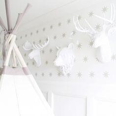 Teepee, Animals & Wallpaper 👌#nurserydecor #details #whiteonwhite #homedecor #babynursery #babystyle #kidstyle