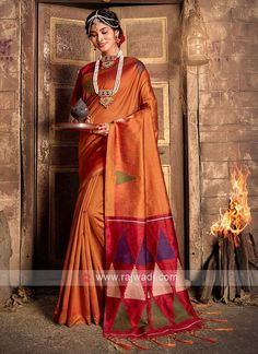 Raw Silk Woven Saree... Raw Silk Saree, Silk Sarees, Orange Fashion, Colorful Fashion, Mode Orange, Orange Color, Rust Orange, Sari Fabric, Fabric Art