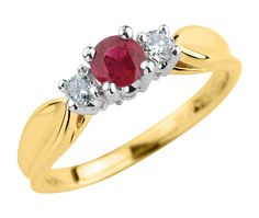 Gorgeous ring from charm diamond centres