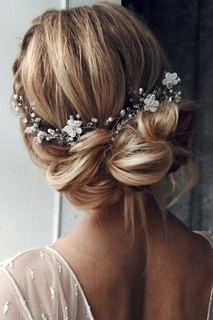 Best Wedding Hairstyle Trends 2018 ❤ See more: http://www.weddingforward.com/wedding-hairstyle-trends/ #weddingforward #bride #bridal #wedding