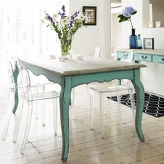 Shabby teal table - I could do this to my dining room table I think. Green Furniture, Kitchen Furniture, Painted Furniture, Furniture Design, Turquoise Furniture, Modern Furniture, Antique Furniture, Decoration Inspiration, Furniture Inspiration