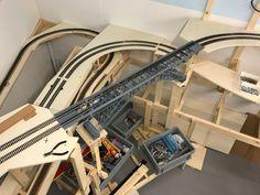 Einbau der Bietschtalbrücke auf der Modelleisenbahnanlage H0