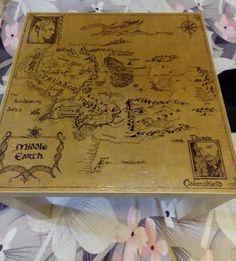 Карта Средиземья на журнальном столе