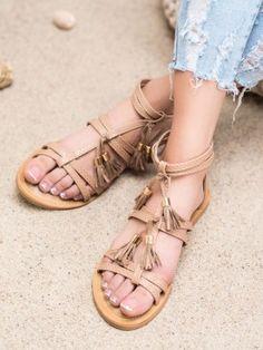 Hnedé sandálky so strapcami Types Of Heels, Brown Sandals, Fringes, Huaraches, Leather Heels, Gladiator Sandals, Tommy Hilfiger, Platform, Celebrities