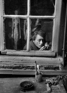 Alberto Giaccometti (1901-1966), Paris 1960 -photo CHR Strömholm, Alberto Giacometti, Famous Artists, Great Artists, Street Photography, Art Photography, Street Art, Expo, Documentary Photography, Portraits