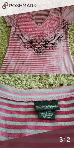 Daytrip sz l top Pink grey and black Daytrip top. Like new sz l Daytrip Tops Tees - Short Sleeve