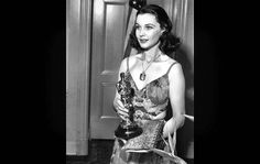 "When accepting her Oscar for best actress for her role in ""Gone With the Wind,"" Vivien Leigh's gown was opposite of the fashion she wore in the classic movie. Learn more w/ @Los Angeles Times. (photo: Los Angeles Times)"