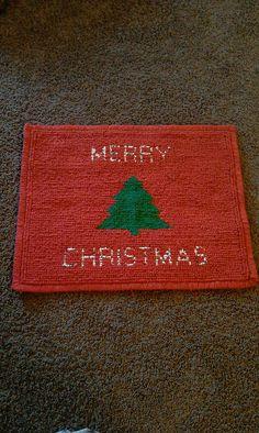locker hooking Christmas rug