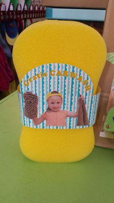 Foto voor vaderdag - foto van jongen met spons op een spons - voor vaderdag een carwash als cadeau - nog meet vaderdag cadeau ideeeen - mels feestje en feestdagen Fathersday Crafts, Mamas And Papas, Creative Kids, Baby Cards, Pre School, Party Gifts, Fathers Day, Kindergarten, Presents