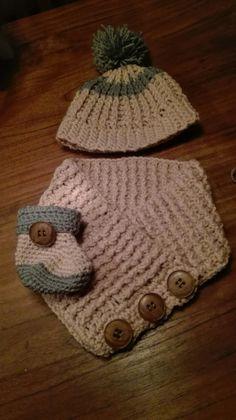 Mutsje, sjaal en.slofjes. Gehaakt met diverse patronen die ik online gevonden heb, zie mijn bord presents.