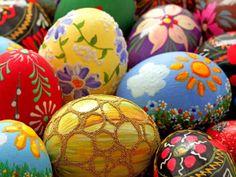 Come decorare la casa per Pasqua? Ecco i nostri suggerimenti per colorare le uova! http://www.arredamento.it/cura-della-casa/fai-da-te/bricolage/uova-di-pasqua-da-colorare.html #pasqua #decorazioni