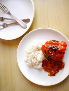 Lemon pie and tie&dye: Poivrons farcis en sauce // Stuffed pepperbells with tomato sauce