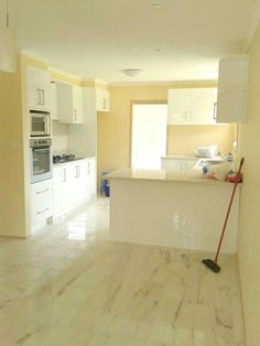 Thank you to our client for sending us a photo of their beautiful kitchen, using our rainbow light 2, 300 x 300mm marble tiles. Creamy white marble with chocolate colored veins, marble floor tiles