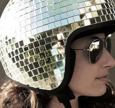 Make your own disco helmet !http://www.etvonweb.be/26702-toi-aussi-customise-ton-casque-boule-a-facettes