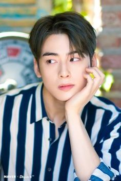 Cha Eun Woo (Astro) captures fans' hearts with sweet smile Jung So Min, Kim Min, Asian Actors, Korean Actors, Korean Men, Suho, Cha Eunwoo Astro, Astro Wallpaper, Lee Dong Min