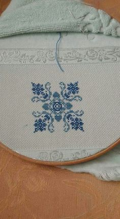 This Pin was discovered by müf Just Cross Stitch, Cross Stitch Borders, Cross Stitch Flowers, Cross Stitch Designs, Cross Stitching, Cross Stitch Patterns, Beaded Embroidery, Cross Stitch Embroidery, Hand Embroidery