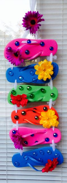 Spring / Summer Flip Flop Wreath by AuntEllenGifts on Etsy, $24.00
