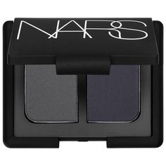 What it is:A mini mirrored compact featuring two crease-proof NARS eye shadows in modern, complementary shades.What it does:This long-wearing, crease-resistant formula is uniquely paired in dazzling and creative color combinations, expertly coordinat