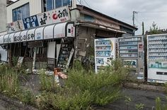 Fukushima Four Years After The Nuclear Disaster Is A Post-Apocalyptic Wasteland Fukushima, Old Abandoned Buildings, Abandoned Places, Nuclear Disasters, Haunting Photos, Tsunami, Photo Series, Post Apocalyptic, Ghost Towns