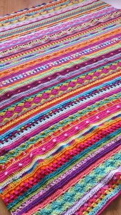What a gorgeous crochet blanket - so bright and happy! And so unlike anything Ive seen before, too.