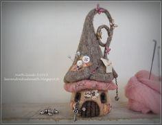 Maisonnette pique-aiguilles en laine feutrée nuance naturelle et rose : Accessoires de maison par les-vendredis-de-nath