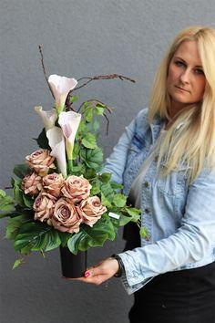 Contemporary Flower Arrangements, Flower Arrangements Simple, Vase Arrangements, Flower Vases, Cemetery Flowers, Ikebana, Funeral, Beautiful Flowers, Floral Design