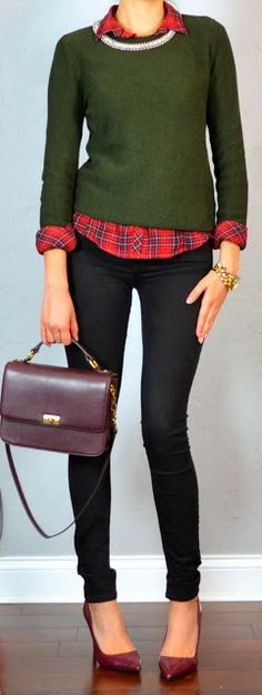 Outfit Posts: guest outfit post - sister week: red plaid shirt, green sweater, black skinny jean, burgundy pumps Love this for Christmastime Green Plaid Shirt, Green Sweater, Red Plaid, Burgundy Pumps, Burgundy Outfit, Pretty Outfits, Cute Outfits, Green Outfits, Work Outfits