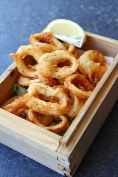 Agnese Italian Recipes: #Italian Fried crispy #calamari #recipe. Fry the squid in a workmanlike manner is not difficult enough to observe a few simple rules and fried crispy, dry and tasty. You can opt for a simple smattering of squid rings or a batter. Here we offer you the easiest recipe, the only one with flour.