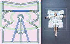 La jeune styliste Vera de Pont a imaginé pour son projet de diplôme de la Design Academy Eindhoven,une collection de vêtements appelée Pop Up.  Pas besoin de sortir la machine à coudre puisque ces cinq manteaux imprimés en sérigraphie sont faits d'une seule pièce : une fois découpé le tissu prend forme et est prêt à être porté.