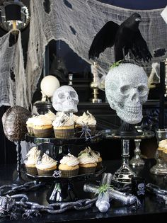 The key to a good Halloween party? Try these Halloween cupcakes, pumpkin bread and Halloween Table, Halloween Desserts, Halloween Cupcakes, Holidays Halloween, Halloween Treats, Happy Halloween, Halloween Parties, Halloween 2013, Pirate Halloween