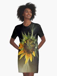 « GIRASOL, from Léa Roche paintings - Tournesol - fleur jaune, flower T Shirt, Paintings, Flower, People, Yellow Flowers, Gowns, Supreme T Shirt, Tee Shirt, Paint