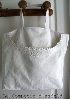 "old shirt bag ""JM"" Handbags by le-comptoi .- sac chemise ancienne ""JM"" : Sacs à main par le-comptoir-d-asfeld old shirt bag ""JM"" Handbags by the-counter-of-asfeld - Sewing Art, Sewing Crafts, Bridal Handbags, Shaby Chic, Shabby, Shirt Bag, Old Shirts, Linens And Lace, Denim Bag"