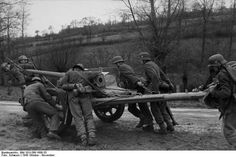 Hard training for those Panzerknacker with their 7,5 cm PaK 40 L/46.