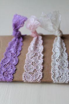 Hair ties because my hair is on my face every time an it's extremely hot here. Lace Hair, Hair Bows, Do It Yourself Inspiration, Diy Accessoires, Arts And Crafts, Diy Crafts, Elastic Hair Ties, Diy Hair Accessories, Ponytail Holders
