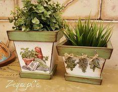 Painted Pots, Hand Painted, Diy Wood Box, Diy Fashion Hacks, Pallet Boxes, Mod Podge Crafts, Flower Pot Design, Outdoor Pots, Decoupage Vintage
