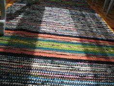 Finnish rug with a striking colorway. Pohjalainen matto ----- voimaa sukujuurista     ---  http://cafesuku.wordpress.com/