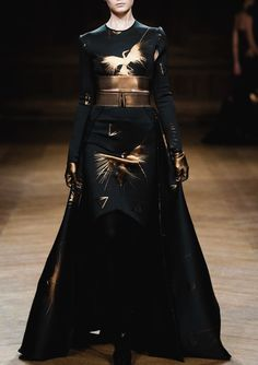 The gold metallic is amazingly effective against the matt black fabric Oscar Carvallo - Haute Couture 2013