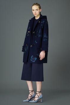 Valentino Pre-Fall 2015 Runway – Vogue. Chaqueta estampado mariposas. Pantalones Culottes. Butterfly jacket.