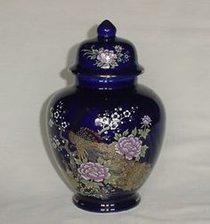 BEAUTIFUL VINTAGE COBALT BLUE PEACOCK PEA HEN & FLORAL GINGER JAR VASE