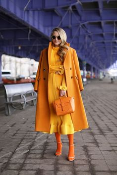 Monochromatic outfit ideas // tibi dress, hue tights, zara jacket and senreve bag. Orange Outfits, Colorful Outfits, Mode Monochrome, Monochrome Outfit, Monochrome Fashion, Look Fashion, Fashion Outfits, Fashion Trends, Prep Fashion