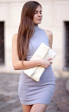 Strike a Pose // Chic Ariadna Majewska is looking so classy and sexy in her grey sleeveless turtleneck dress.