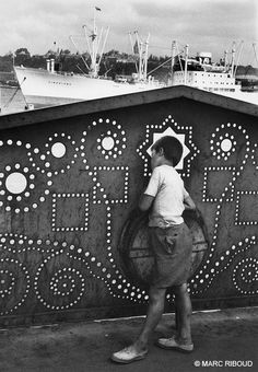 Photo by Marc Riboud, Istanbul Turkey 1955 Marc Riboud, Old Photography, Artistic Photography, Street Photography, Become A Photographer, North Vietnam, Camera Obscura, Moving To Paris, French Photographers