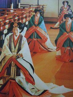 Empress of Japan 美智子さま Japanese Costume, Japanese Kimono, Japanese Art, Japanese History, Heian Era, Heian Period, Nihon, Japanese Beauty, Japan Fashion