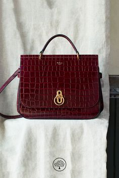 Introducing thre Amberley, first seen on the London Fashion Week catwalk. Inspired by British countryside pursuits, the Amberley gets its ring hardware and satchel shape from traditional equestrian styling. Its unique rider's lock is a nod to a Mulberry icon - thre design inspired by the centre of the postman's lock.